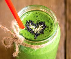 Green smoothie with heart of seeds. Green vegetable and herbs smoothie with heart of poppy and sesame seeds. Love for a healthy raw food concept Stock Photos Smoothie Low Carb, Healthy Smoothies, Healthy Lunches, Bebidas Low Carb, Superfood, Detox Verde, Nutrition, Green Smoothie Recipes, Avocado Smoothie