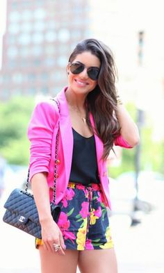 Look do dia: Floral boxer shorts - Super Vaidosa | Moda It  Short Estampa Floral + Blazer Pink + Bolsa Chanel Preta + Óculos Aviador