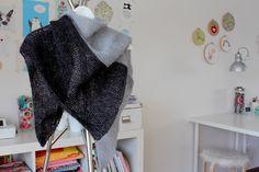 Herzenssachen: Ganz einfaches Dreieckstuch Scarf Wrap, Scarves, Wraps, Knitting, Crochet, Diy, Fashion, Wool, Breien