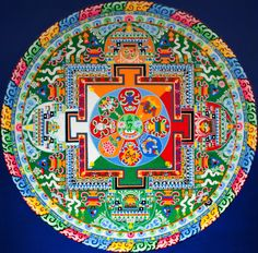 Tibetan Buddhist monks creates and destructs exquisite mandalas made from colored sand to symbolize the Buddhist doctrinal belief in the imp. Buddha Buddhism, Tibetan Buddhism, Buddhist Art, Tibetan Mandala, Tibetan Art, Sand Painting, Sand Art, Sanskrit, Ottonian