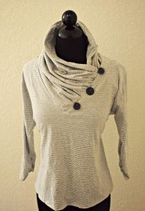 Trash To Couture: DIY: V-neck into Gathered Cowl Collar Do with a cool tribal rose painted fabric? maybe contrasting fabric for cowl? Trash To Couture, Moda Fashion, Diy Fashion, Ideias Fashion, Fashion Blogs, Fashion Trends, Diy Clothing, Sewing Clothes, Clothing Accessories