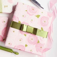 Easy ideas for pretty spring wrapping--perfect for bridal showers, b-days, weddings, and Easter!
