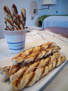 http://blog.alice.tv/food/2015/04/14/grissini-di-brise-al-salame-piccante/