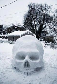 Skull Snow Sculpture Hahah would be fun to make :) with a santa hat hahah Memento Mori, La Danse Macabre, Bd Art, Snow Sculptures, Sculpture Ideas, Snow Art, Skull And Bones, Skull Art, Skull Decor