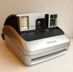 Used to own one, which was actually the first model I ever bought. Gave it away as an exchange for the 1000 model. Polaroid Instant Camera, Lomography, Camera Photography, Pictures Images, Cameras, Museum, Random, Model, Blog