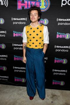 Since leaving One Direction to pursue his solo career, Harry Styles has made a dapper fashion transformation with suits and boots. Harry Styles Ropa, Harry Styles Clothes, Harry Styles Fashion, Style Clothes, Best Dressed Man, Mr Style, Style Icons, Cool Style, Nordstrom