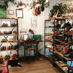 店内のレイアウト変えも一段落しました😋#apego #handmade #shoes #shoemaker #bespokeshoes #bespoke #アペーゴ #ハンドメイド #シューズ #アトリエ #靴工房 #靴職人 #靴修理 #オーダーメイド #オーダーシューズ #五反田 #目黒 #恵比寿 #白金台 #代官山 #ファッション #インテリア #fashion