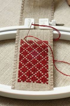 Hold a small piece of work with an embroidery hoop. Less stress on the fabric. : Hold a small piece of work with an embroidery hoop. Less stress on the fabric. Hand Embroidery Designs, Embroidery Patterns, Embroidery Fabric, Weaving Patterns, Cross Stitch Designs, Cross Stitch Patterns, Cross Stitch Geometric, Cross Stitching, Cross Stitch Embroidery