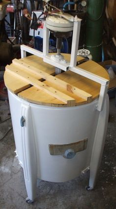 Building a Honey Extractor (using an 'antique' Washing Machine): 15 Steps (with Pictures) Antique Washing Machine, Honey Extractor, Honey Bee Hives, Honey Bees, Bee Hive Plans, Bee Supplies, Raising Bees, Bee Boxes, Hobby Farms