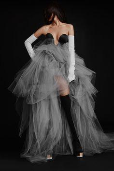Vogue Paris, Strapless Dress Formal, Formal Dresses, Wedding Dresses, Vera Wang Bridal, Mermaid Gown, Vogue Russia, Fashion Editor, Mannequins