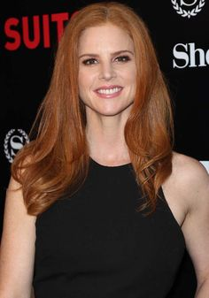 """Sarah Rafferty Reveals She's the Opposite of """"Suits"""" Character Donna"""