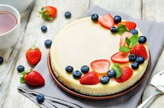 Sour Cream Cheesecake is an elegant and easy cheesecake recipe that everyone loves and anyone can make successfully. It is the best cheesecake recipe ever! Sour Cream Cheesecake Topping, Cheesecake Toppings, Berry Cheesecake, Easy Cheesecake Recipes, Dessert Recipes, Elegante Desserts, Cheesecake Decoration, Cake With Cream Cheese, Sweet Like Candy