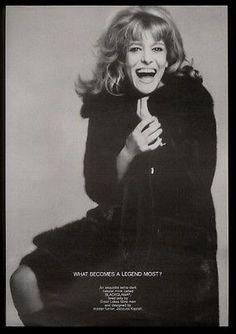 1968 Melina Mercouri photo by Avedon Blackglama fashion vintage print ad Vintage Advertising Posters, Vintage Advertisements, Vintage Posters, Vintage Fur, Vintage Prints, Fur Fashion, Fashion Prints, Richard Avedon, Print Magazine