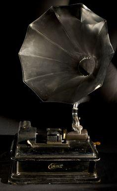 Edison vintage Phonograph by NFSA Australia Vintage Antiques, Vintage Items, Objets Antiques, Tableau Design, Style Deco, Record Players, Box Design, Vintage Love, Antique Furniture