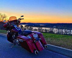 "Credit to : @rusty_b10 ===================== Follow & Tag ""HD Tourers and Baggers"" on Instagram Facebook Twitter & across the Web. ===================== #hdtourersandbaggers ===================== #instamotogallery #instamoto #motorcycles #harleydavidson #roadkingclassic #roadking #roadglide #streetglide #softail #showoffmyharley #harleysofinstagram #harleylife #bikelife #bikersofinstagra #bikestagram #harleyrider #harleyriders #customharley #throttlezone #harleydavidsonnation…"