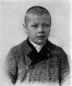 Rainer was born in Graz, Austria-Hungary. In 1917, at age 18, he was measured at 4 ft 0.25 in. A typical defining characteristic of dwarfism is an adult height below 4 ft 10 in. Then, likely as a result of a pituitary tumor, he had a dramatic growth spurt so that by 1931 he had reached a height of 7 ft 2 in. As a result of his gigantism he became bedridden for the rest of his life. When he died in 1950 he had reached a height of 7 ft 8 in.
