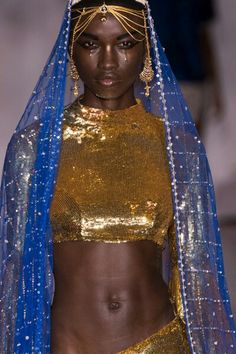 Resultado de imagen de Velvet Was Everywhere on Monday Outside London Fashion Week - Fashionista Beautiful Dark Skinned Women, Beautiful Black Women, Beautiful People, Beautiful Eyes, Beautiful Pictures, African Beauty, African Women, African Fashion, Black Girl Magic