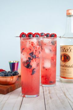 """Refreshing blueberry and raspberry cocktail made with vodka and sparkling lemonade inspired by Justin Timberlake's """"Braspberry"""". Recipe for ages 21+. Easy summer cocktail, easy berry cocktail! 