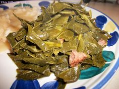 Southern Style Collard Greens made very good used fresh onion, minced garlic, sea salt, large ham bone with meat 32 oz water with large chicken bullion. Vegetable Side Dishes, Vegetable Recipes, Southern Style Collard Greens, Collard Greens Recipe, Southern Recipes, Southern Food, Southern Comfort, Down South, Thanksgiving Recipes
