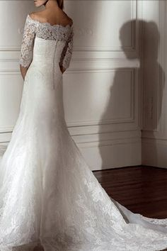 lace wedding dresses get-me-to-the-church-on-time @Amy Lyons Hollifield Serrett  this looks like you! So perfect!