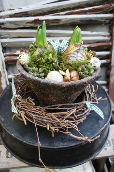 Ein Topf voller Frühling - Dekoration von Frijda im Garten - Aus einer Idee wurde Leidenschaft auf DaWanda.com