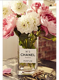 15 DIY Projects to make your home look more expensive. My whole motto is to decorate on a dime but make my home look like I spend thousands. As a renter, I believe you shouldn't spend too much to deco (Perfume Bottle Reuse) My New Room, My Room, Dorm Room, Glass Glue, Decor Inspiration, Decor Ideas, Decorating Ideas, Diy Ideas, Ideias Diy