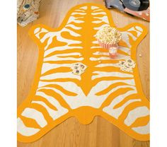DIY Tiger Felt Rug Materials: Zebra rug template 2 yards wide) black felt 2 yards wide) orange felt 4 yards wide) cream felt x piece of grid pattern paper Carbon paper and tracing wheel Pencil Scissors Fabric Glue Tapete Animal Print, Animal Rug, Felt Diy, Felt Crafts, Diy Crafts, Diy Tapis, Tiger Rug, Diy Nursery Decor, Sewing Projects