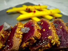 Tataky de atún con mango y jengibre