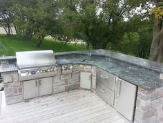 Setup Napa Valley L Island Plan #BBQ #Outdoor #kitchen This beautiful L #island has the most popular diagonal corner module that can house your #eggsmoker or sink. This L island has split bar counter on 2 sides offering enough space for 10 bar stools.