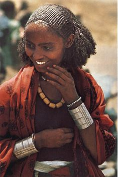 Hair style / braids of Somali / Eritrean and Ethiopian women, but only particular tribes. This particular picture is from Somaliland.