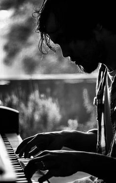 18 Ideas For Music Piano Pictures Life Piano Photography, Musician Photography, Portrait Photography, Photography Ideas, Piano Pictures, Piano Man, Foto Art, Music Photo, Piano Music