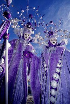 Merveilles venues des Mers...Carnaval de Venise Venice Carnival Costumes, Venetian Carnival Masks, Carnival Outfits, Carnival Of Venice, Venetian Masquerade, Masquerade Ball, Costume Carnaval, Costume Venitien, Venice Mask