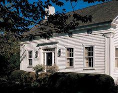 Trähus med fina fönster