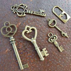 Steampunk Victorian bronze skeleton key pendant charm necklace Alice in Wonderland  $5.99, via Etsy.
