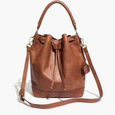 Madewell 의 The Lafayette Bucket Bag 입니다.