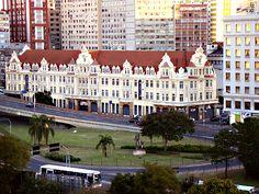 Centro, Porto Alegre, prédio com influência Européia. Próximo à Estação Rodoviária de Porto Alegre.                                                                                                                http://www.centro-de-porto-alegre.info/ http://www.youtube.com/watch?v=zEXKKJMrIUY