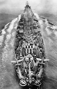"anchors-aweigh-navy: ""Battleship USS Indiana returns from the Pacific War, October Seen as she passed under the Golden Gate Bridge and into San Francisco Bay, her deck is lined with sailors and marines. Naval History, Military History, Uss Indiana, Cruisers, Us Battleships, Us Navy Ships, United States Navy, Military Weapons, Aircraft Carrier"