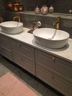 Kran fr n Primy Steal Sand Knoppar fr n Helix Bathroom Sink Decor, Small Bathroom Sinks, Ikea Bathroom, Upstairs Bathrooms, Bathroom Spa, Grey Bathrooms, Bathroom Styling, Bathroom Furniture, Bad Inspiration