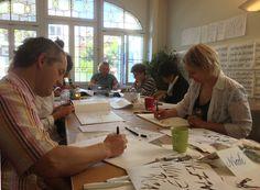 Die Kurse finden im Atelier statt, mit Kalligraphie-Lektionen und -übungen. Kontaktiere uns für mehr Details! http://calligraphicdesign.ch/de/workshop/calendario/