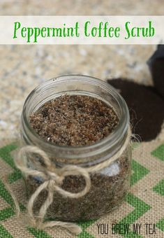 This Peppermint Sugar Scrub with Coffee is a favorite of mine during the holiday season! Peppermint is one of the most identifiable of all holiday scents. We put it in our coffee drinks, chocolate bark, cocoa, and spray it in our homes to capture th Body Scrub Recipe, Sugar Scrub Recipe, Zucker Schrubben Diy, Aloe Vera, Coffee Cellulite Scrub, Coffee Body Scrub Diy, Coffee Ground Scrub, Coconut Oil Body Scrub, Peppermint Sugar Scrubs