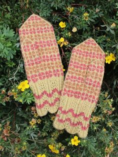 Finely Hand Knitted Seto (Estonian) Mittens on Yellow - warm and windproof Holiday Destinations, Mittens, Hand Knitting, Things To Come, Warm, Yellow, Winter, Pattern, Pink
