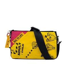 Bag to Life follow me bag damestas pink. De achterzijde is van upcycled roze ballon/parachute zijde