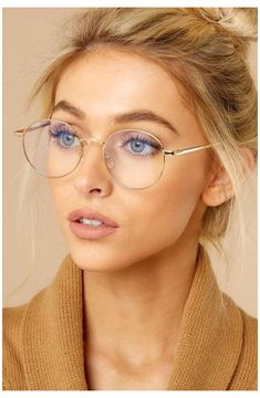 Glasses Frames Trendy, Cool Glasses, New Glasses, Women In Glasses, Stylish Glasses For Women, Trending Glasses Frames, Makeup For Glasses, Glasses Style, Glasses Outfit