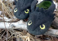 Hey, I found this really awesome Etsy listing at https://www.etsy.com/listing/493782544/toothless-slippers-how-to-train-your
