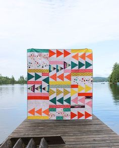 Go bold in your next quilt with the Flight Plan Quilt Pattern. This modern take on a triangle quilt is perfect to show off your favorite prints and colors! Shannon Fraser Designs #quiltsinthewild Beginner Quilt Patterns, Modern Quilt Patterns, Quilting For Beginners, Quilting Tutorials, Quilting Designs, Quilting Ideas, Triangle Quilt Pattern, Triangle Quilts, Triangles
