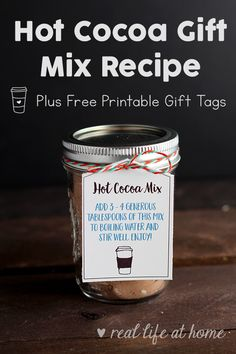 Homemade hot cocoa is a perfect gift for the holidays! Here's a recipe for hot chocolate in a jar (or baggie) plus free printable hot chocolate gift tags. We are want to say thanks if you like to share this post to another people via your. Hot Chocolate In A Jar Recipe, Hot Chocolate Gifts, Hot Chocolate Bars, Hot Chocolate Recipes, Hot Cocoa Mix Recipe In A Jar, Hot Cocoa Recipe In A Jar, Chocolate Sticks, Homemade Chocolate, Vegan Chocolate