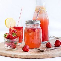 Die nächste Erfrischung! Erdbeer-Melonen-Limonade 🍓Machste dir ruck zuck einfach selbst. Rezept im Archiv auf dem Blog! - - - - - Strawberry melon lemonade. Easiest DIY ever. And perfect for these hot days in Germany right now. Recipe in the archives on the blog. - - - - - #onmytable #heresmyfood #eeeats #erdbeeren #strawberry #lemonade #refreshing #summer #maraswunderland #ichliebefoodblogs #rezeptebuchcom #huffposttaste #vscofood #instagood #food #foodporn #foodblog #foodstyling…
