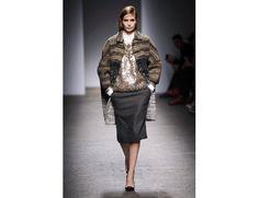 #mfw #milanofashionweek #milanomodadonna N*21 di Alessandro Dell'Acqua www.moda-madeinitaly.com Milano Fashion Week, Sequin Skirt, Winter Jackets, Sequins, Skirts, Winter Coats, Winter Vest Outfits, Skirt