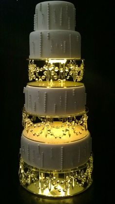 wedding cakes with bling Crystal Drape design wedding Cake Stands Extravagant Wedding Cakes, Beautiful Wedding Cakes, Beautiful Cakes, Best Wedding Cakes, Bling Wedding Cakes, Christmas Themed Cake, Christmas Wedding Cakes, Crystal Cake, Glass Crystal