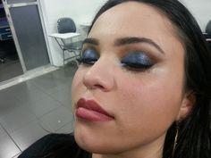 Isabela make azul com delineado marcado 2.